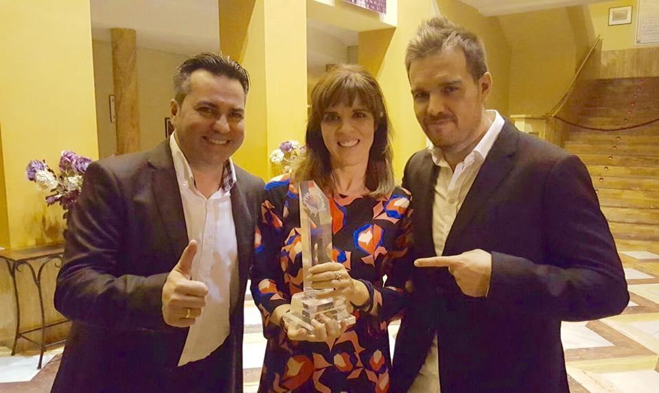 Acompañando a David Moreno de Hawkers en los premios Jovempa junto a Vigela Lloret